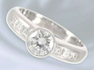 Ring: high-fine, white Golden diamond/solitaire ring, very fine Central stone of approximately 1ct