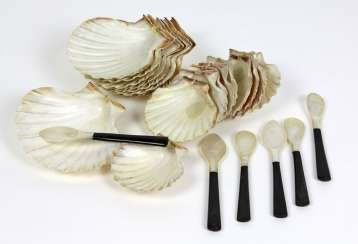 Set mother of pearl spoon & shells