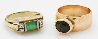 Two band rings with emerald trim