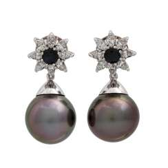 Pair of earrings with Tahitian pearls, sapphires