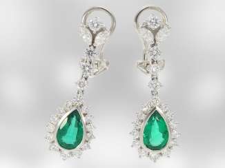 Earrings: delicate gold clip earrings with diamonds/diamonds nice quality and extremely valuable emerald drops by approximately 2.2 ct., the court jeweller Roesner