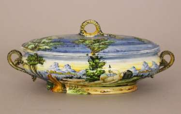Italian ceramic terrine with lid, pained, 19. Century