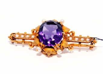 Brooch with amethyst gold, amethyst, pearl; 9,6