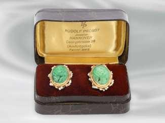 Earrings: fine and very decorative vintage clip-on earrings with cut Jade and small seed beads, probably Art Deco