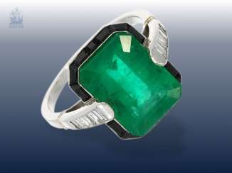 Ring: antique, rare emerald/diamond gold wrought ring from the Art Deco period