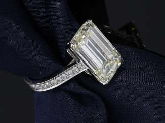 Ring: high-fine, unworn white gold ring, large Emerald-Cut diamond of very high quality and approx. 8ct