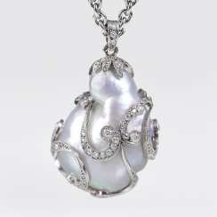 Art Deco diamond pendant with precious, large natural pearl