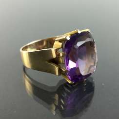 Siegfried Meyer for free Berger manufacturer: high Quality ladies ' ring with Amethyst. Yellow Gold 585, very good.