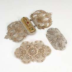 Belt buckle and 2 large brooches, Si