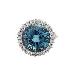 Ring with round faceted blue Topaz approx. 11 ct