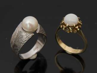 TWO ladies rings WITH PEARL AND OPAL, 585 White and yellow gold.