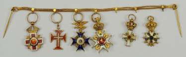 International: Miniature bracelet with 6 decorations - Gold.