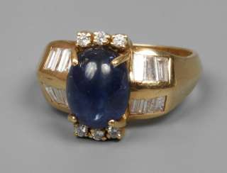 Ladies ring with sapphire and diamonds