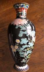 Vase Cloisonne. Japan, the nineteenth century.