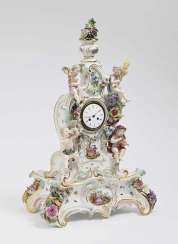 Mantel clock on pedestal. Meissen