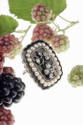Commemorative ring with diamonds, natural pearls and black enamel