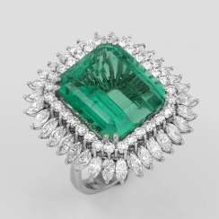 Significant jewel ring with Colombian emerald