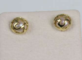 golden pearl ear studs yellow gold 375