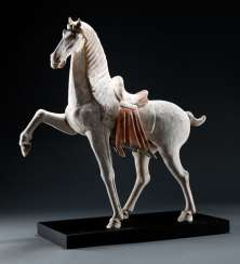 Horse made of Earthenware with traces of cold paint