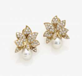 A PAIR OF FLORAL-COCKTAIL-CLIP-ON EARRINGS DECORATED WITH SOUTH SEA CULTURED PEARLS AND DIAMONDS . USA, 1980s-1990s