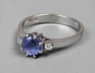 Ladies ring with a tanzanite and diamonds