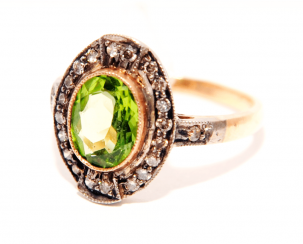 Ring with chrysolite and diamonds
