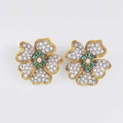 Outstanding pair of Vintage diamond and emerald clip-on earrings