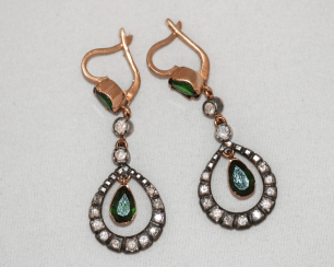 Earrings diopside and diamonds