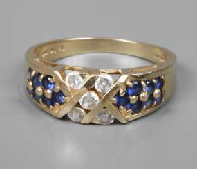 Ladies ring with sapphires and cubic zirconias
