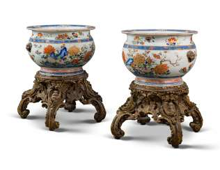 A PAIR OF LARGE CHINESE EXPORT FAMILLE ROSE PORCELAIN FISH BOWLS, ON GILTWOOD STANDS