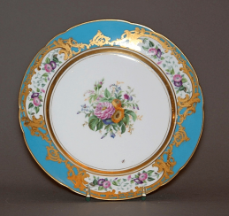 Plate of porcelain