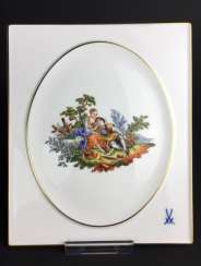 Large wall plate: Meissen porcelain, decorative Watteau scene, ornaments of gold, very good.