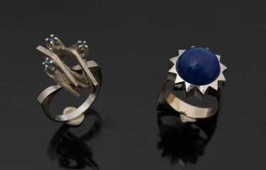 TWO ladies rings, lapis lazuli/sapphire, 750, and 585 white gold.