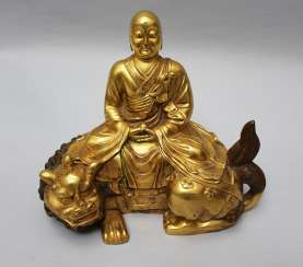 Chinese gilted bronze sculpture