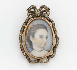 Brooch with portrait painting
