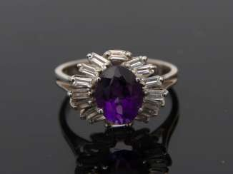 Ladies ring, 750 white gold with Amethyst and small brilliant baguettes.