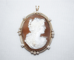 Brooch - pendant cameo with pearls