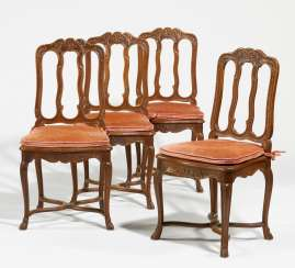 Set of 4 chairs in the style of Rococo