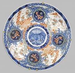 Large Imari-plate with gold fish decor