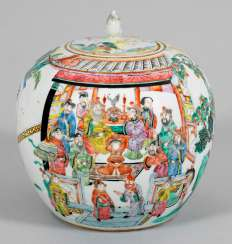 Famille rose lid pot with viefiguriger courtly scene
