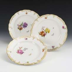 3 plates with flower painting