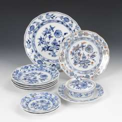 8 onion-pattern dishes and 1 -butter dish, MEISSEN
