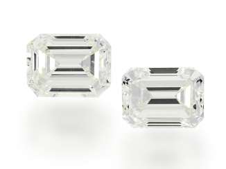 Diamond: Pair of fine Emerald Cut diamonds, 1,24 ct & 1.22 ct Top Crystal/VS-VVS, with current DPL certificates