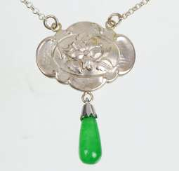 Art Nouveau necklace with jade drops