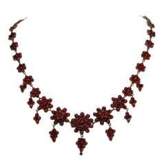 Necklace with garnet,