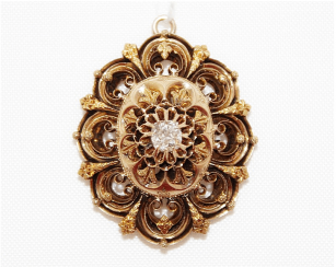 Pendant with diamond