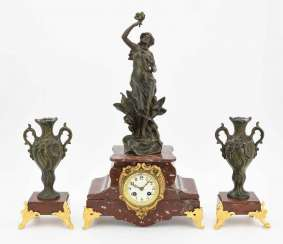 Mantel clock with garniture