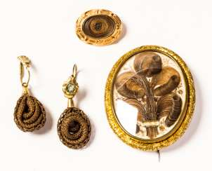 Mixed lot of jewelry with real hair