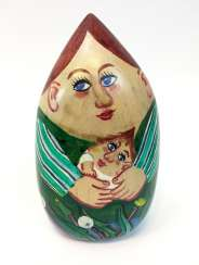 Lothar Sell (Treuenbrietzen 1939 – 2009 Meißen): Small green woman with a child. Wood taken in color, 2007, one of a kind.