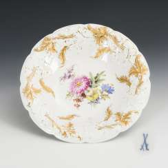 Sumptuous bowl with flower painting